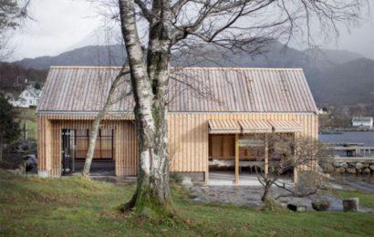 Нестандартное решение: дом из лодочного сарая