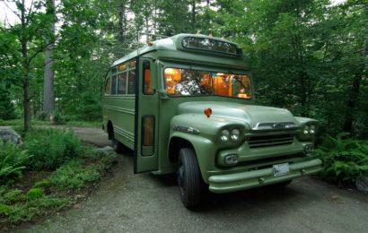 Дом на колесах в ретро автобусе