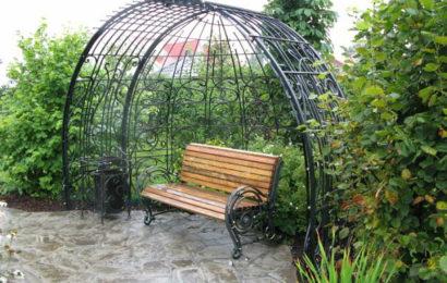 Кованные скамейки в ландшафтном дизайне