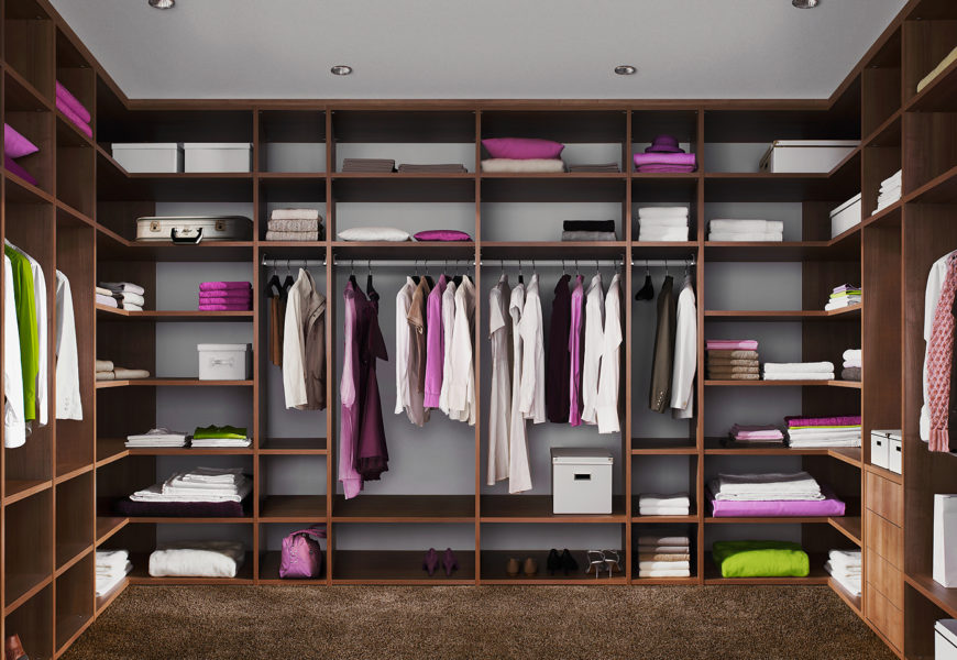 Какая мебель должна быть в гардеробной комнате?