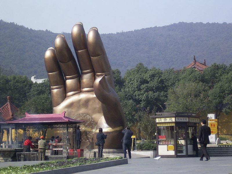 Рука Будды в доме: что она значит и куда ее поставить?