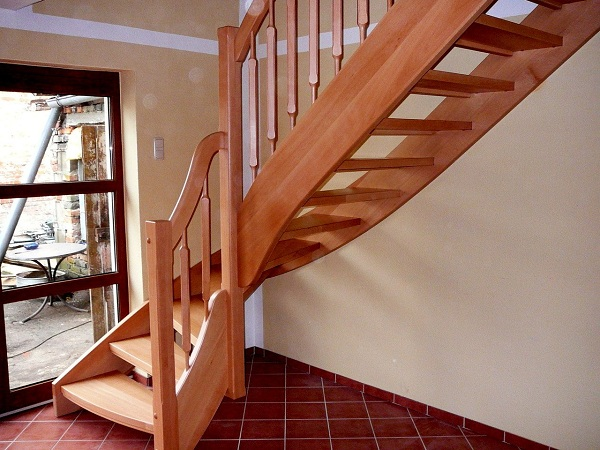 Лестница на второй этаж для вашего дом