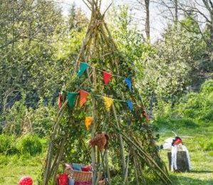 Садовый шалаш для маленьких первооткрывателей