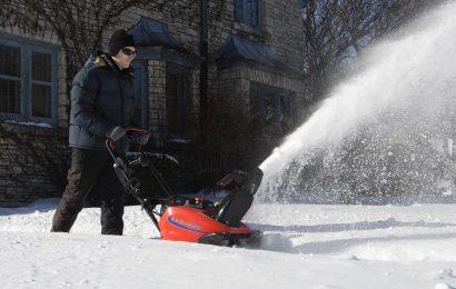 Бензиновый уборщик снега