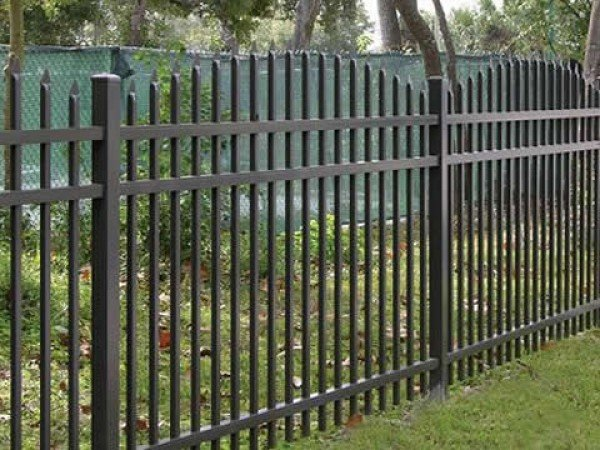 Забор из прутьев для дома и дачи