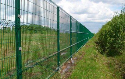 Забор из железа без коррозии