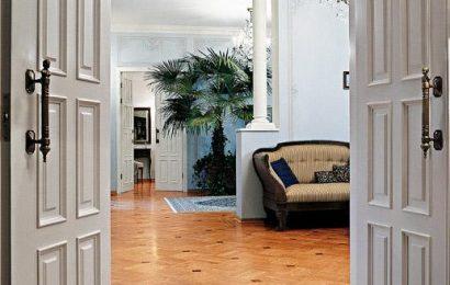 Каковы преимущества распашных дверей?