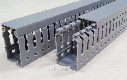 Перфорированный кабель-канал для монтажа электропроводки в распределительных шкафах.